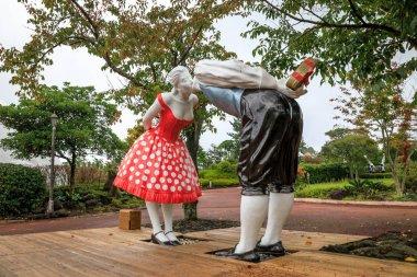 Sculpture kissing couple at Jeju Loveland theme park on oct 7, 2