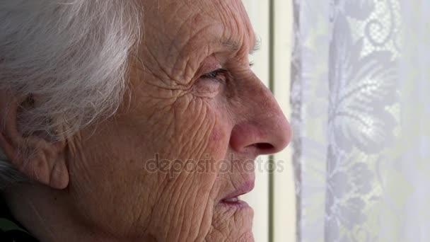 Resultado de imagem para velhinha de perfil