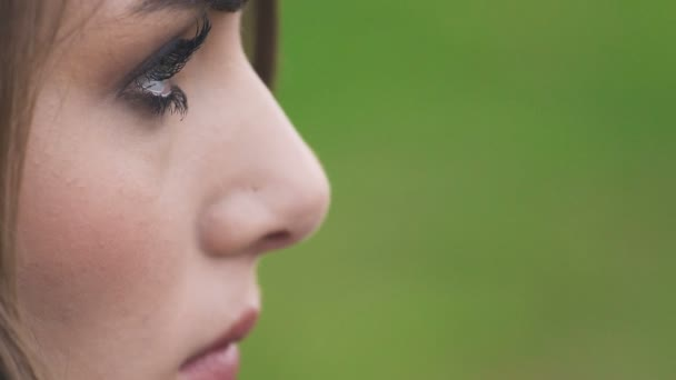 üzgün Dalgın Profil Güzel Genç Kadın Yakın çekim Stok Video
