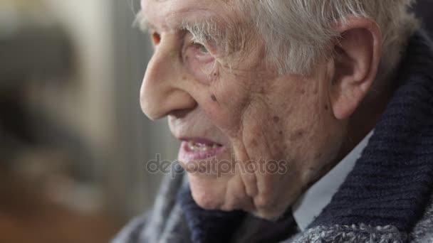 Velmi starý muž smutný a depresivní. Smutné, dědeček portrét