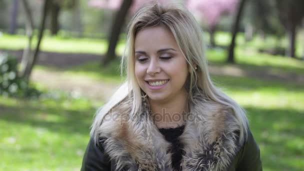 Classy blonde gets facial, israeli hot topless