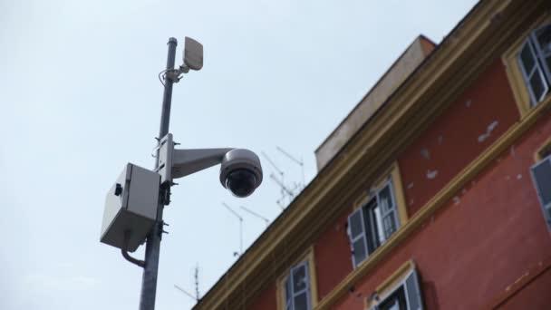 Überwachungskamera in der Stadt: Sicherheit, Kontrolle