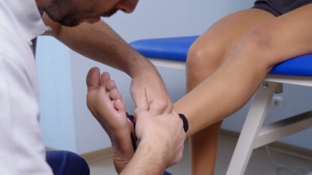 použití kinesio tejpování nohou pacienta