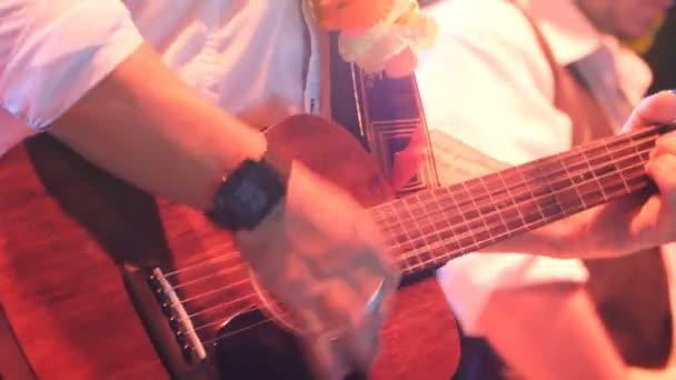 Gitáros játszik klasszikus gitár koncertje - 2017. augusztus 30., Treviso, Olaszország