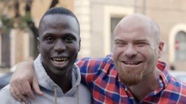 Schwarzes mädchen weißer mann interracial dating