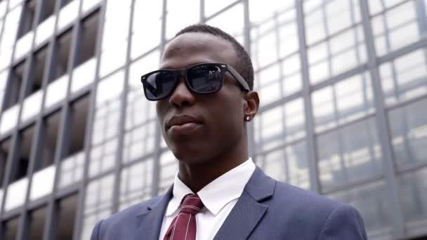 Szép fekete-afrikai üzletember