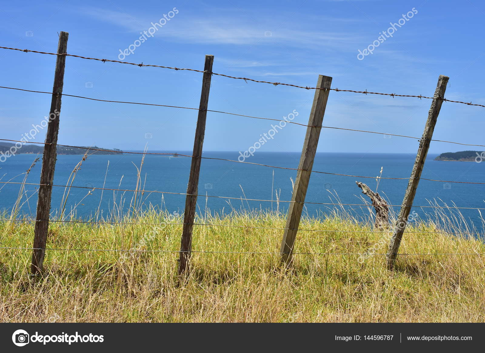 Cattle wire fence — Stock Photo © spiderment #144596787