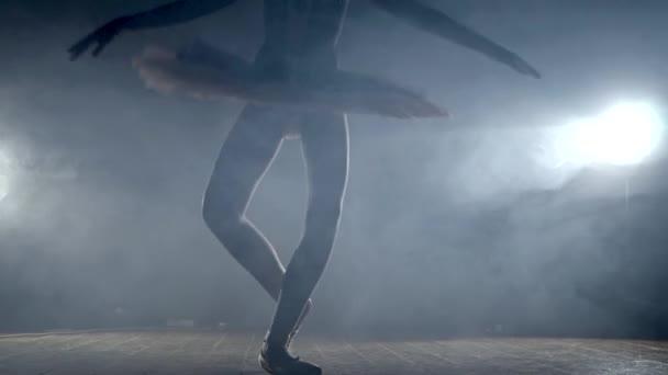 lány balett tánc a színpadon