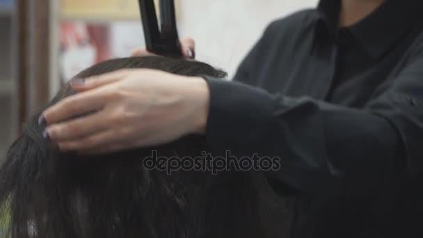 fodrászat frizura kézzel Vértes teszi