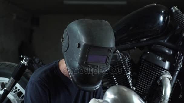 Montáž motocykl. svářeč