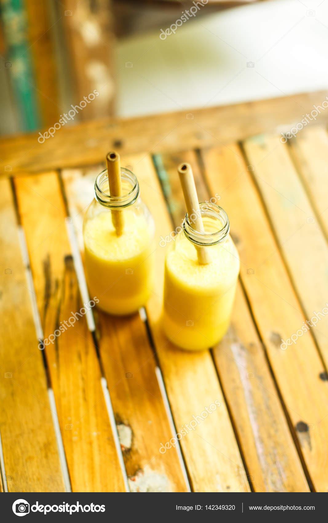 jus de citron fra chement press photographie 142349320. Black Bedroom Furniture Sets. Home Design Ideas