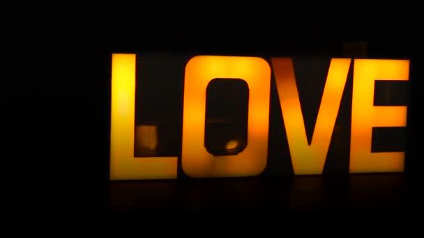 Velké a neuvěřitelné slovo Love