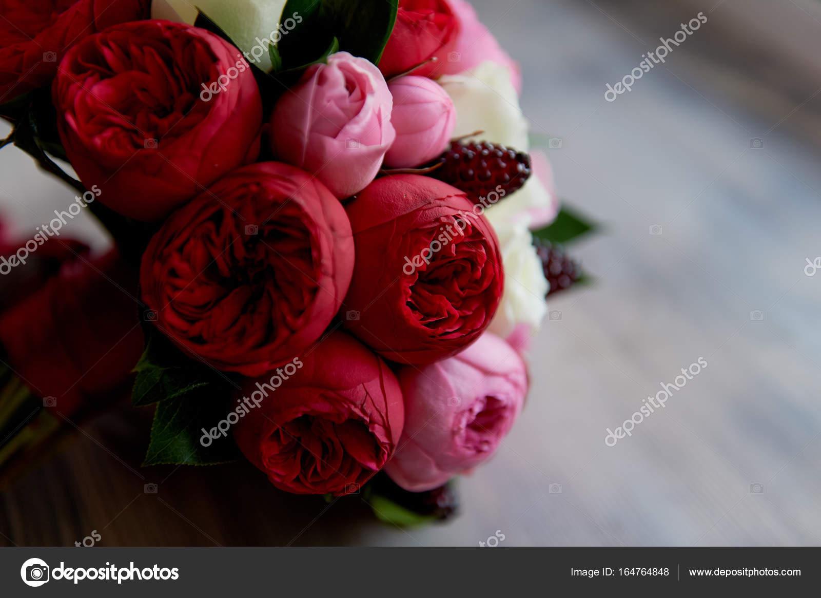 Hochzeit Brautstrauss In Rot Rosa Weiss Hochzeitsfloristik