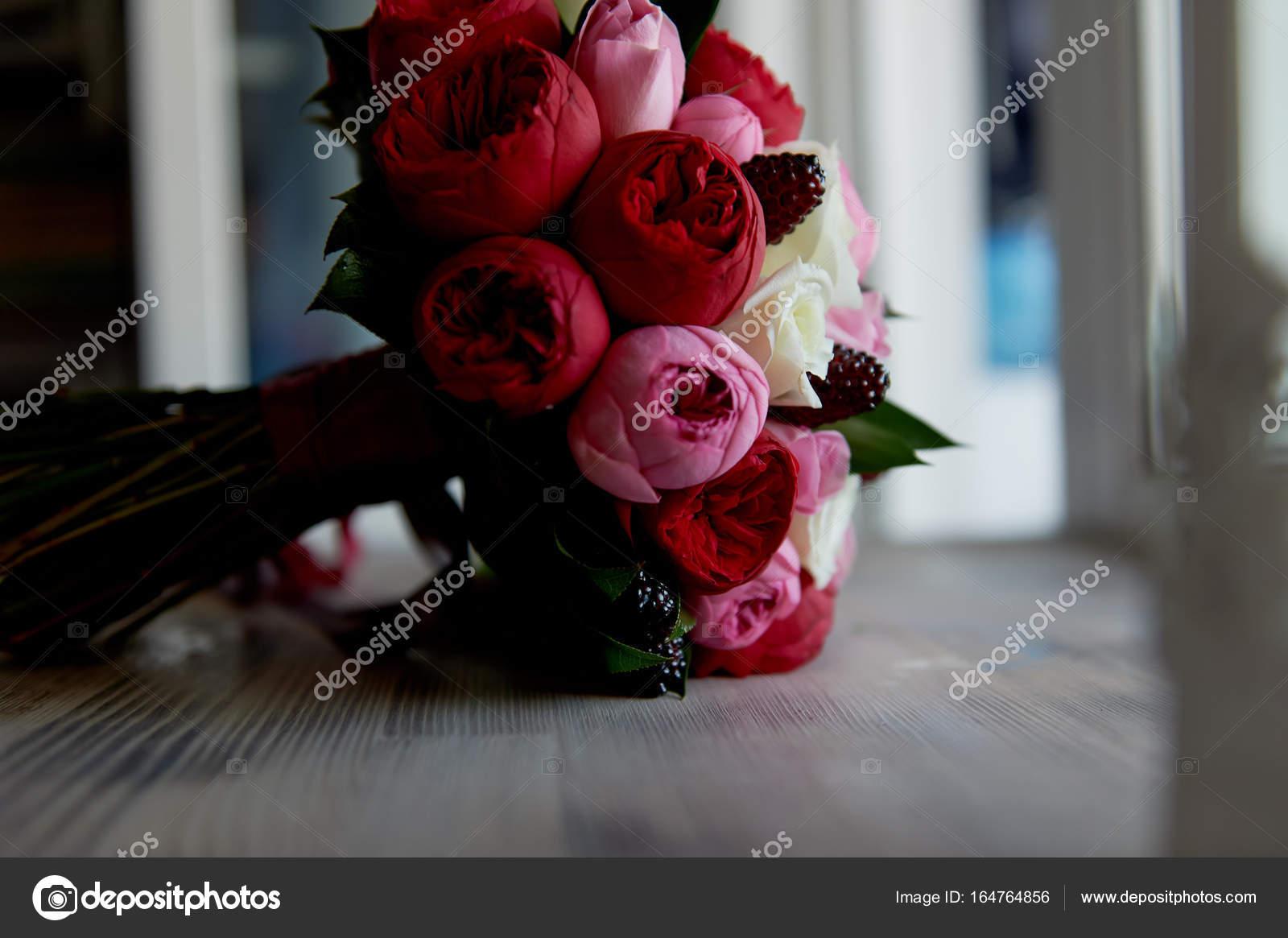 Bouquet De Mariee Mariage En Rouge Rose Blanc Fleurs De Mariage