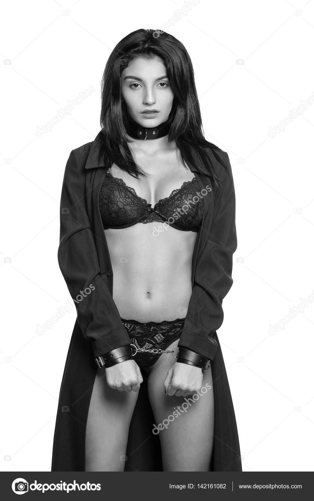 seksualniy-bondazh-v-chulkah-i-naruchnikah