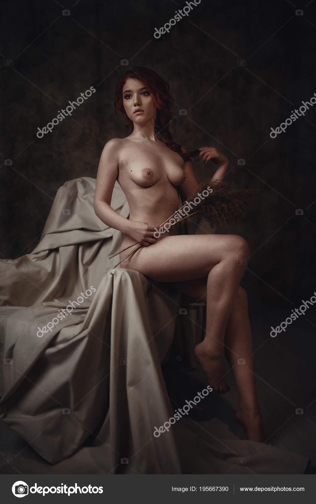Obras De Arte Retrato De Mujer Pelirroja Desnuda Sentada En Un