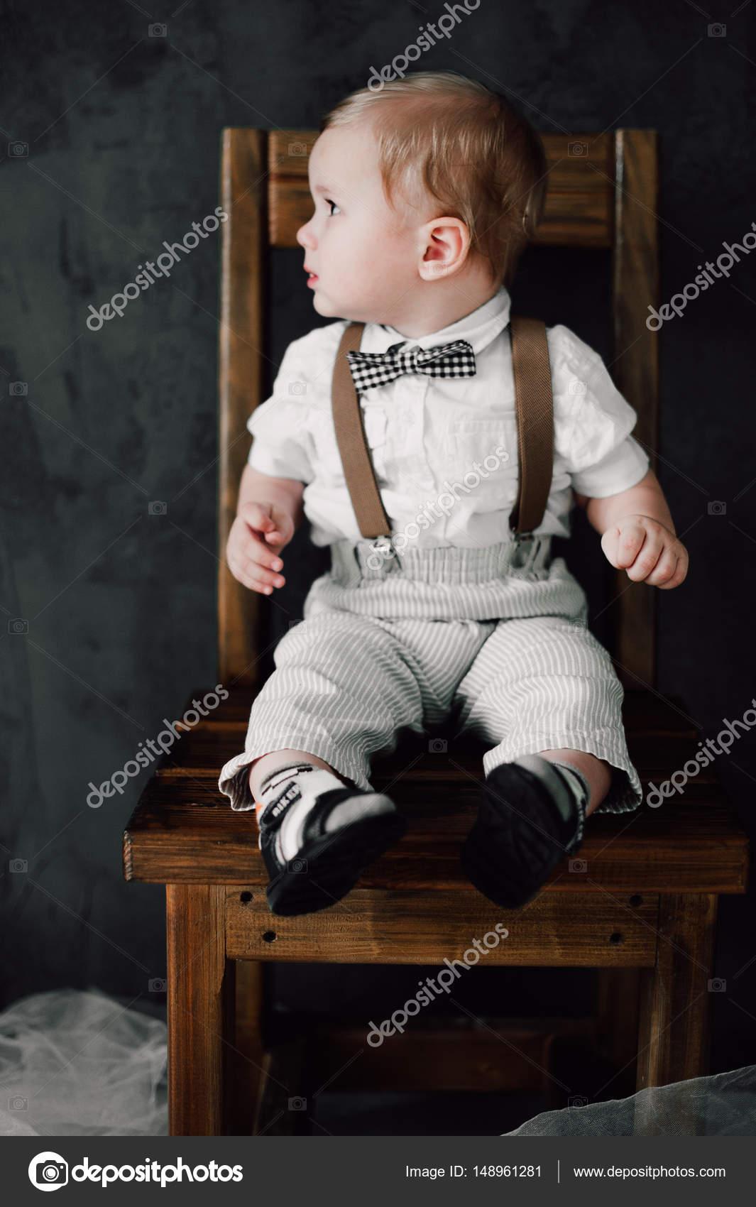 zwei Babys Hochzeit - junge gekleidet als Bräutigam, kleiner ...