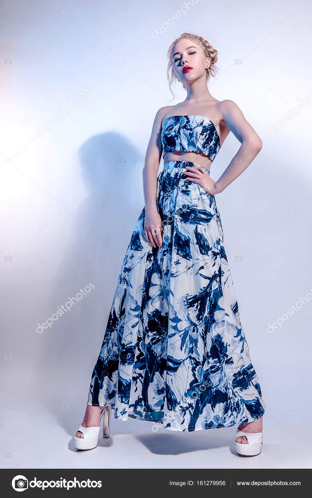 Fotos Maxi Vestidos Linda Joven En Vestido Azul Marino