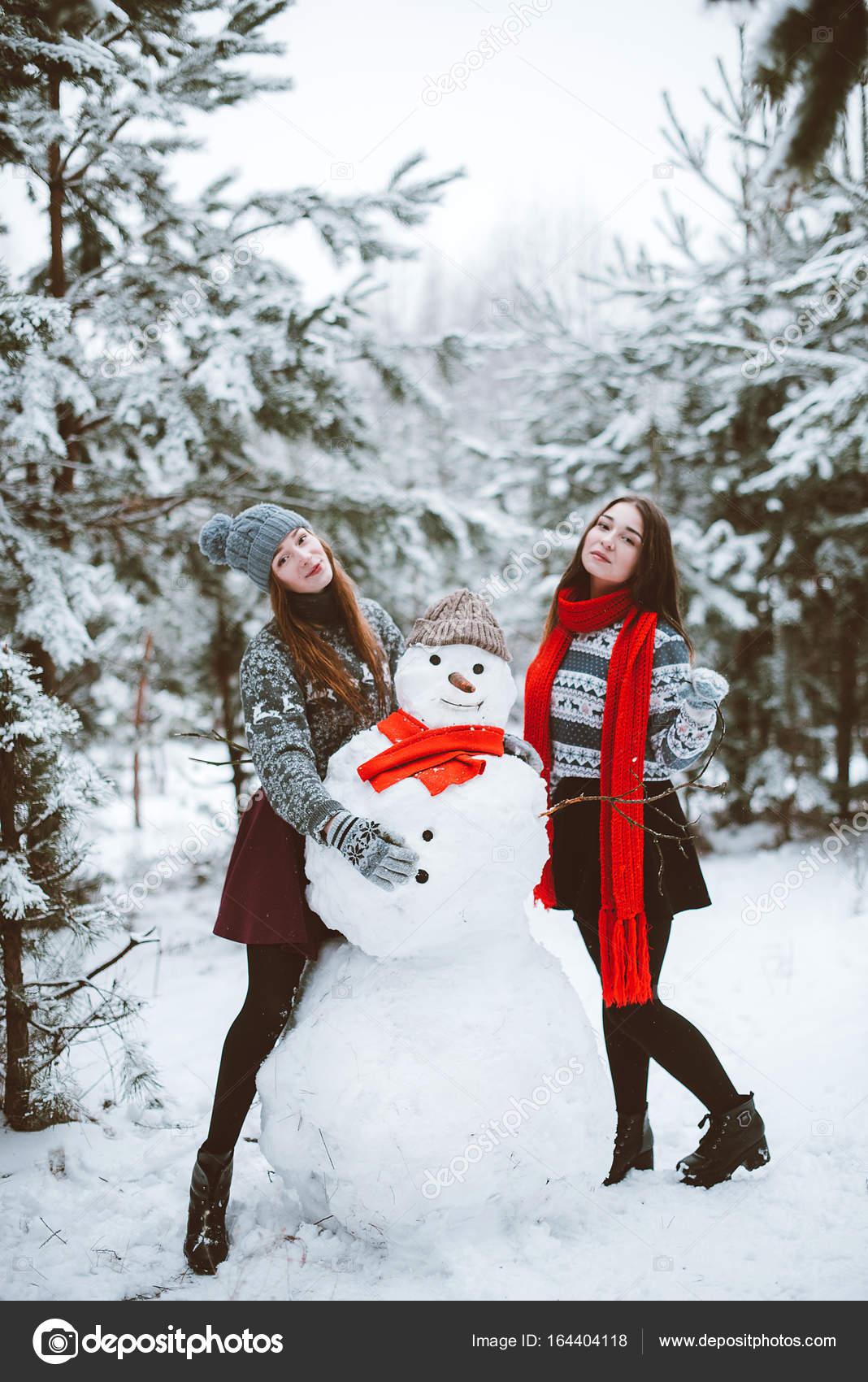 Dos j venes adolescentes hipster amigas juntos retrato de - El tiempo dos hermanas aemet ...