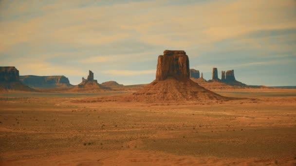 stylizovaný záběr merrick butte v údolí památníku