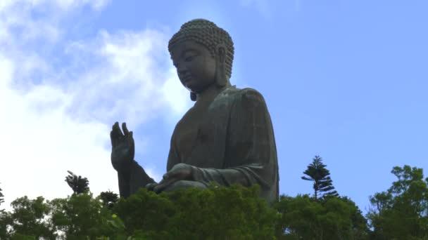 Hong Kong Kong, Kína - SZEPTEMBER, 30, 2017: side view of tan tian buddha in hong kong