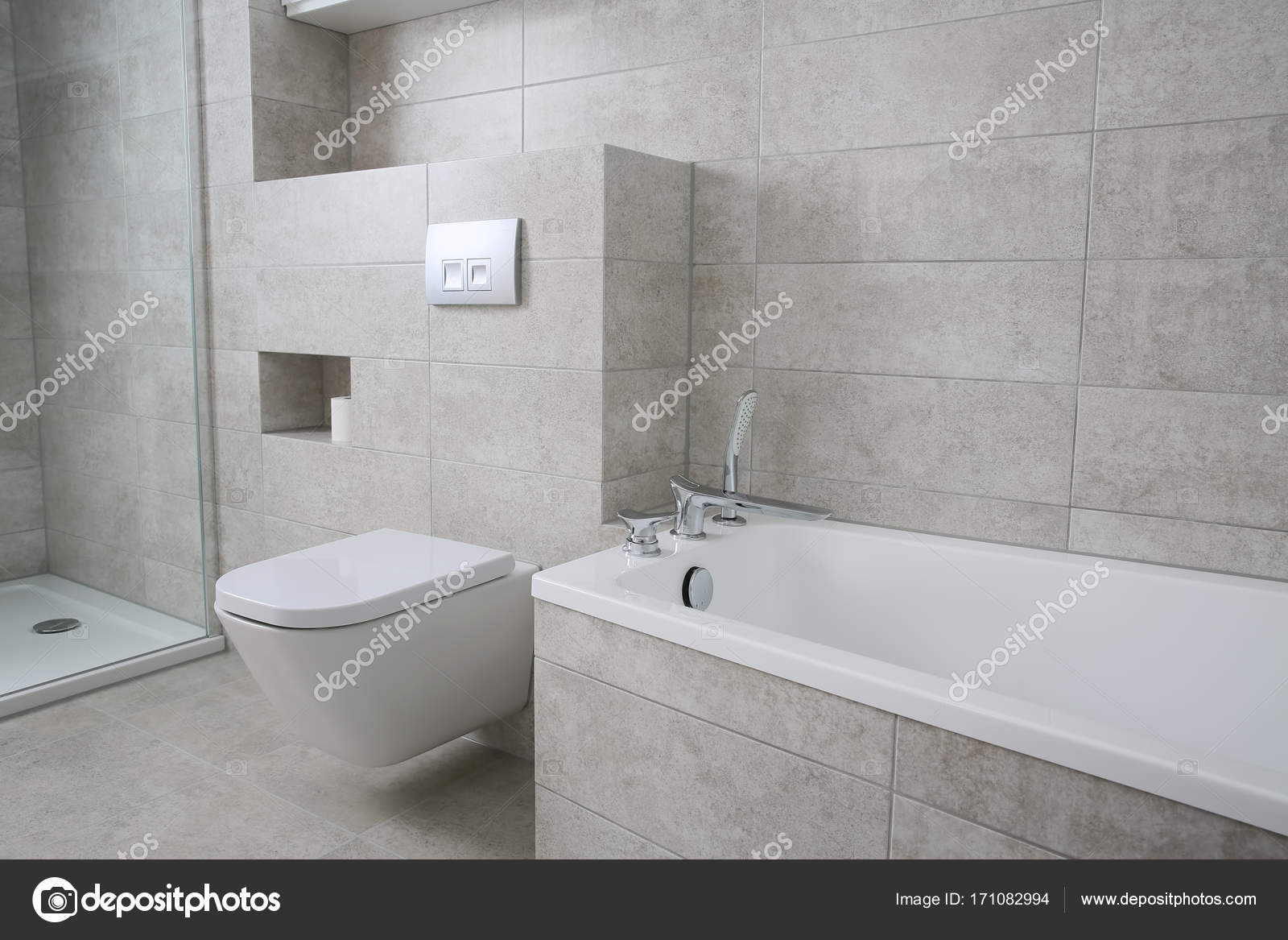 Bagni Con Piastrelle Bianchi : Bagno arredato con mobili bianchi u foto stock krzysztofwinnik