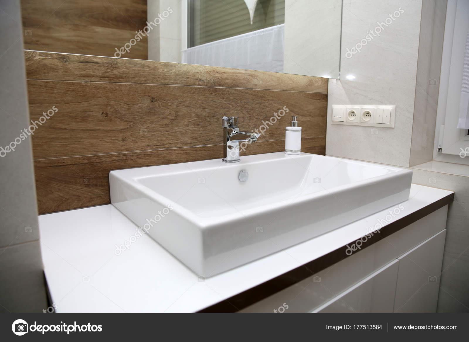 Een Gezellige Badkamer : Een kleine gezellige badkamer u stockfoto krzysztofwinnik
