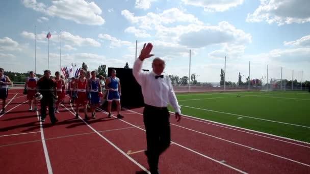 Oroszország. Novovoronezh. A Central city stadionban. Tizedik All-orosz nyári vidéki sport játékok megnyitójára. Július 2014. HD