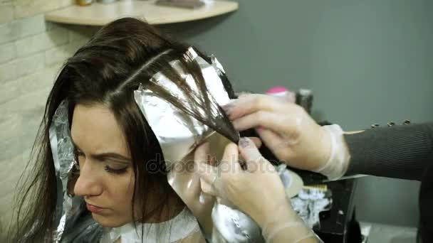Saç Boyama Esmer Genç Kadın Bir Kuaför Dükkanı Saçında Boyama Hd