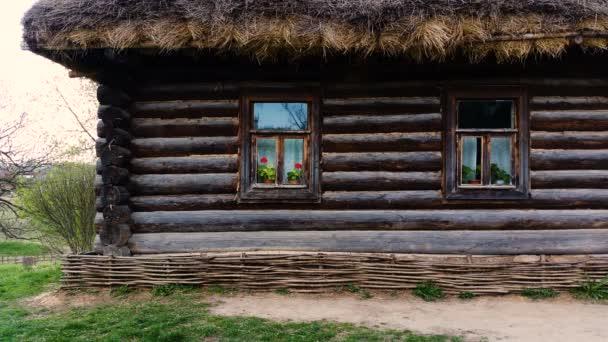 Múzeum - country estate gróf Leo Tolsztoj Jasznaja Poljana. Coachman faház. Tula region, Oroszország. Április 30-án, 2017. 4k