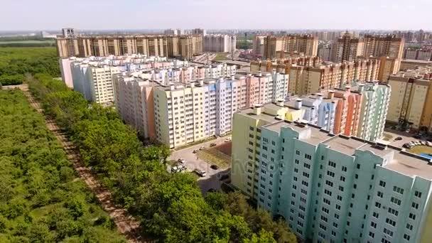 Letecký pohled na nové sídliště v ruských měst - Voroněž. 4k