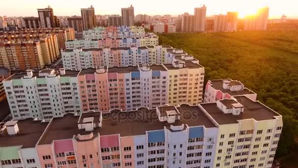 Letecký snímek ruského města - Voroněž. Městská krajina. 1. června 2017 Rusko. 4k