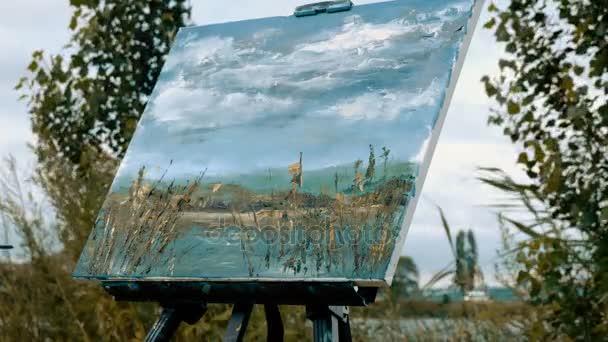 Malování s olejovými barvami pomocí štětcem vodní krajina ženské ruce. 4k