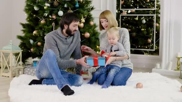 Příjemné svátky. Malý dárek na Vánoce nebo nový rok otevření. 4k