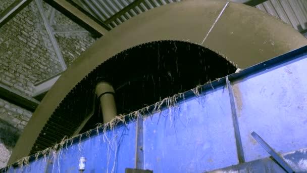 Průmyslové zařízení pro výrobu cukru z cukrové řepy. 4k