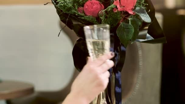Букеты для мужчин и для женщины, пособие по оформление букета из конфет органзой