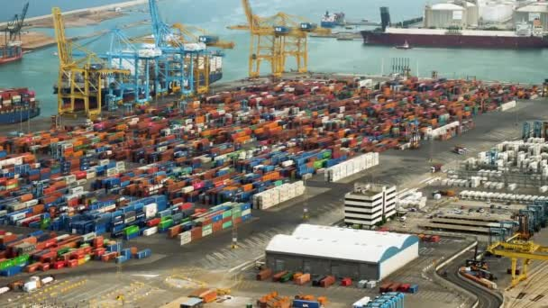 Přístav Barcelona. Pohled na největší obchodní, průmyslový, logistický přístav. Španělsko. 4k