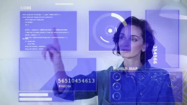Jövőbeli technológia. Elülső nézet vonzó üzletasszony dolgozik grafikus felhasználói felület