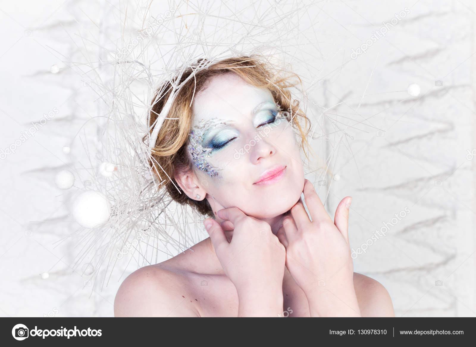 Portrait De La Reine Des Neiges Hiver Avec Maquillage Artistique