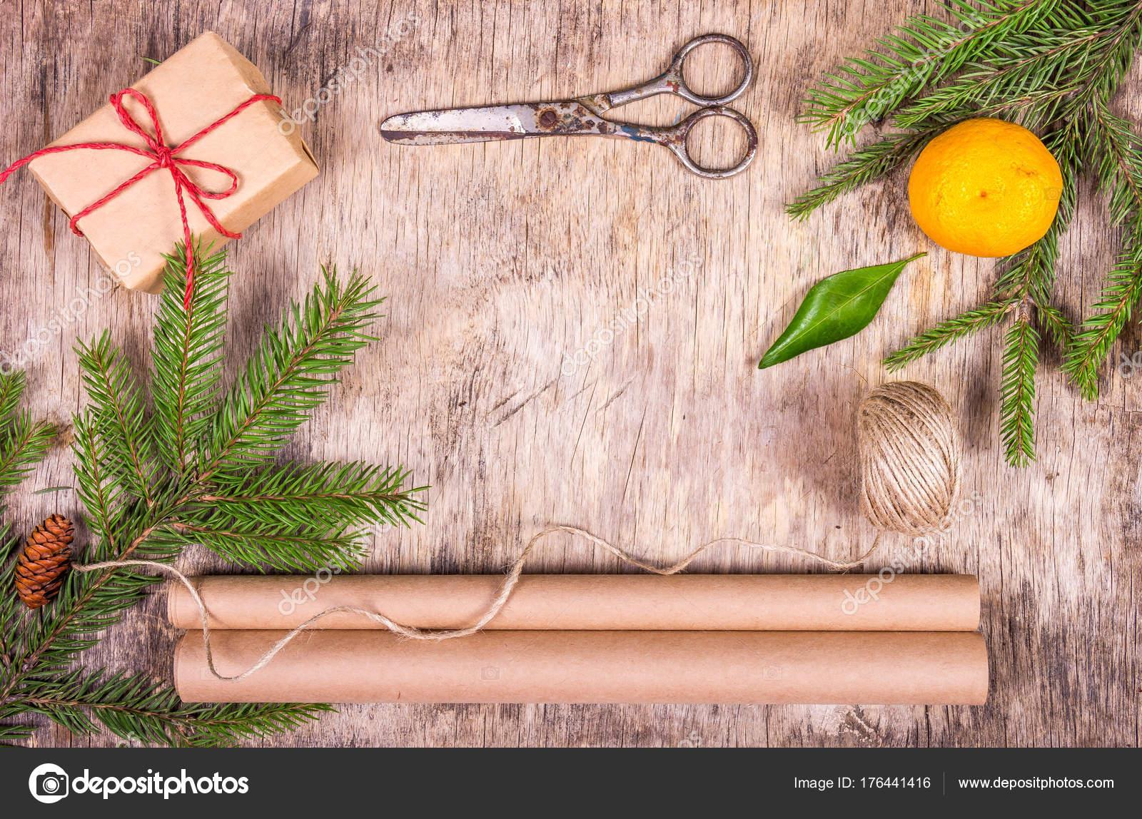 Weihnachtsschmuck Mit Tannenbaum Geschenk Box Packpapier Mandarine ...