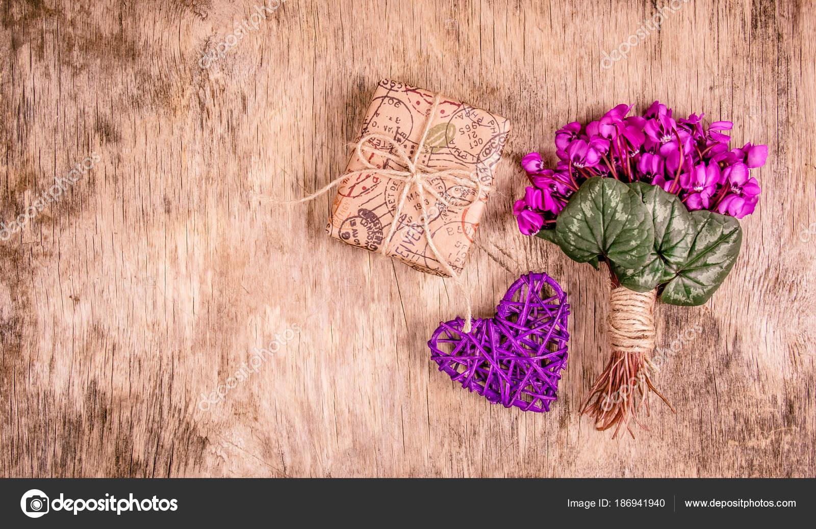 Międzynarodowy Dzień Kobiet Gift Box Wiosna Kwiaty Delikatne
