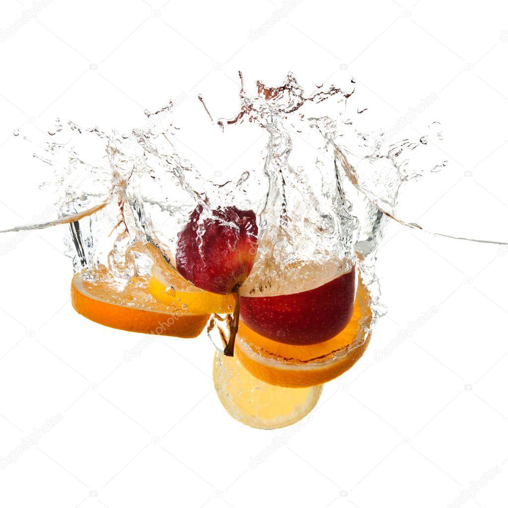 apple and orange fruits making splash in water