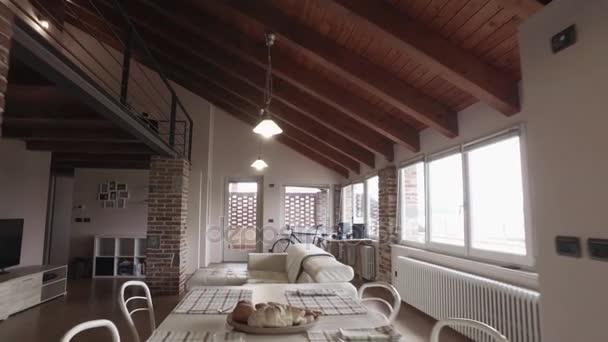 moderní industriální styl domu s vintage kolo