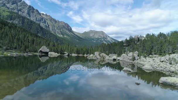 Přesun nad průzračně modré jezero
