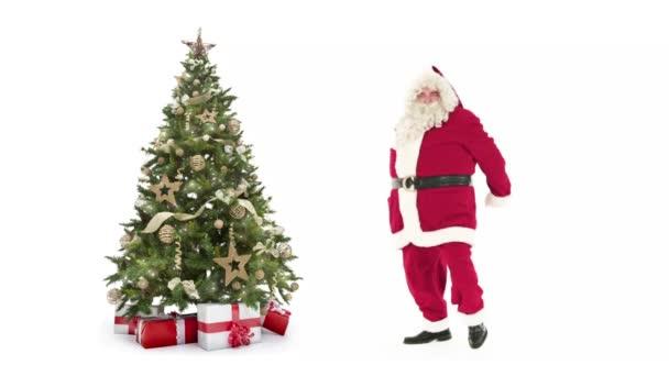 Lámpák díszített karácsonyi fa díszdobozok és Santa Claus boldog, táncol, fehér háttér, szöveg szóközzel logó vagy másol. Animált karácsonyi jelen post üdvözlőlap videóinak