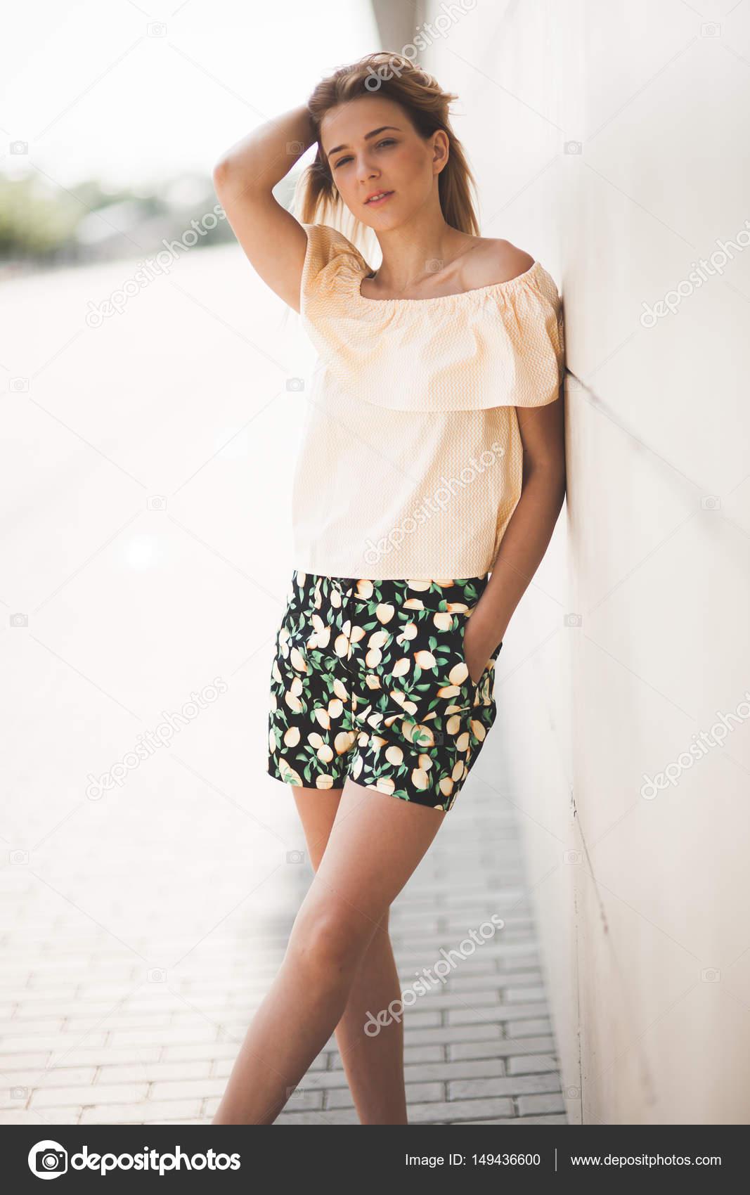 266ab2c37d41 Ropa de verano elegante mujer | Modelo de mujer elegante guapa mujer ...