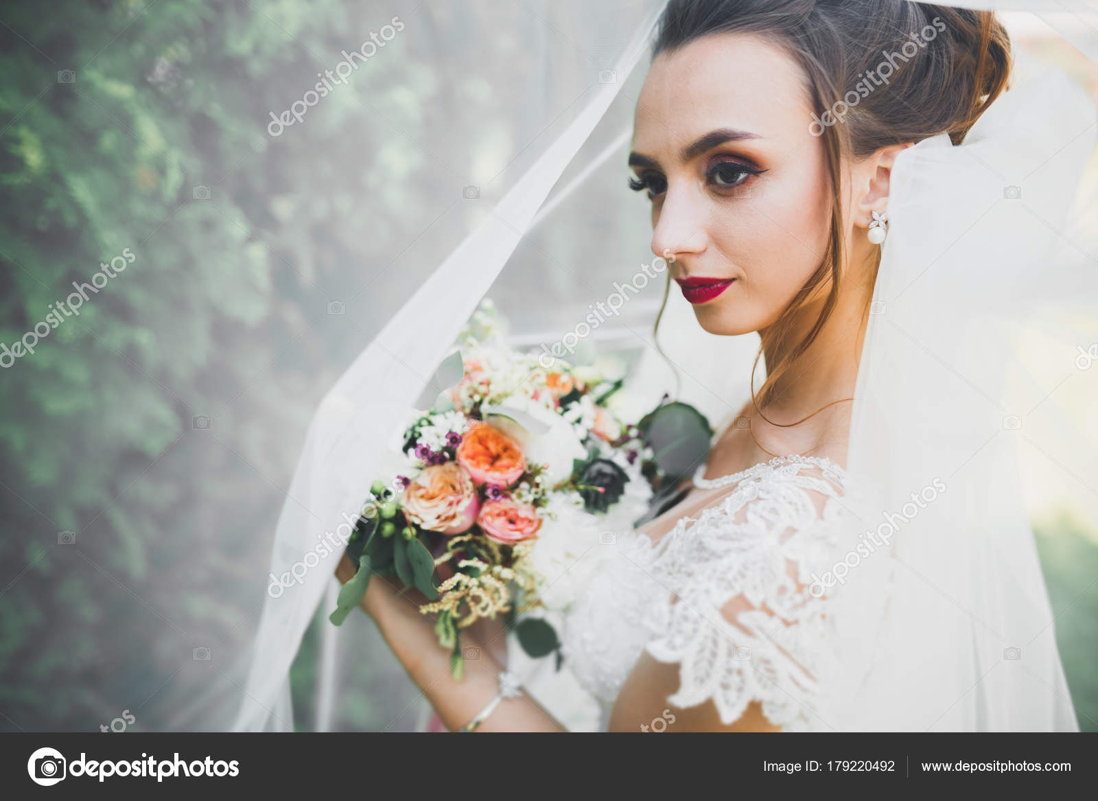 Beautiful bride posing in wedding dress outdoors — Stock Photo ...