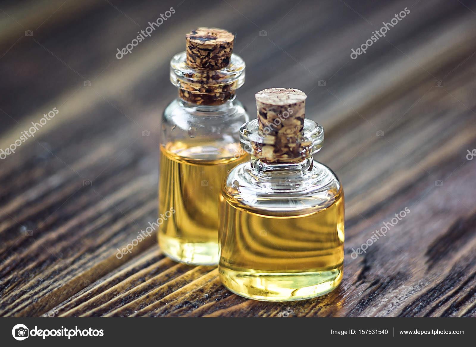 Reine Bio Aroma Duftol In Glasflasche Isoliert Auf Holzernen