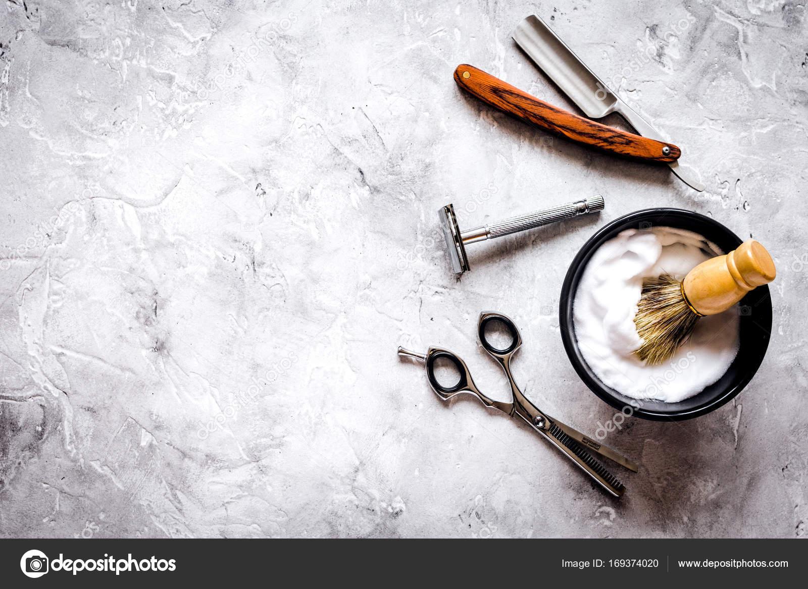 Bureau de coiffure mens avec outils pour le rasage vue de dessus