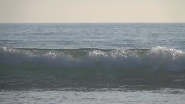 close-up zpomalení záběry krásné Ocean Waves